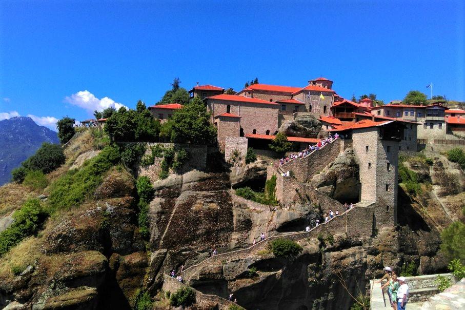Mănăstirile din Meteora aflate pe varf de stanca