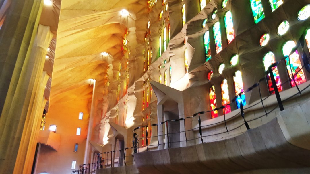 interior-sagrada-familia-3