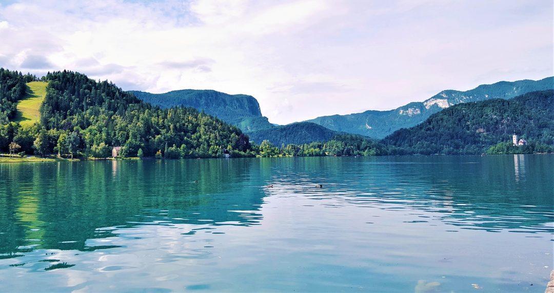 lacul bled din slovenia si muntii