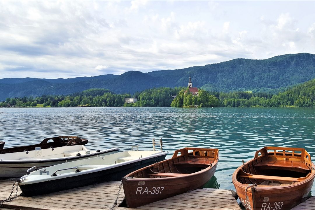 barci, lac