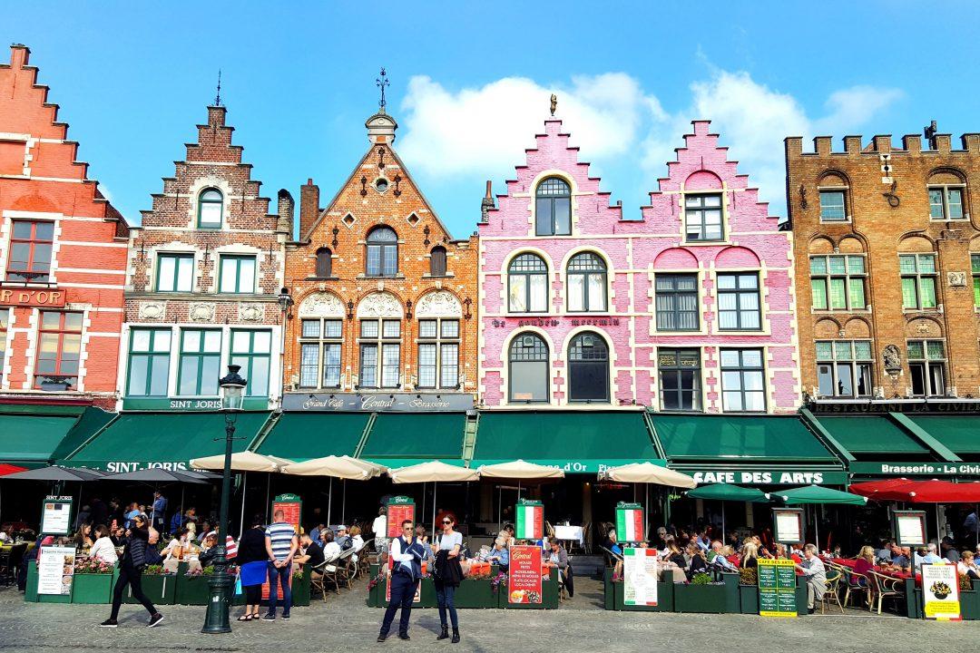 casele colorate din Bruge