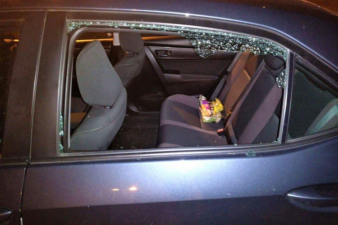 masina cu geam spart