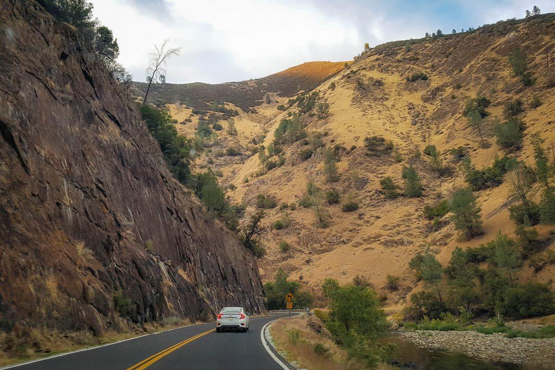 drumul cu masina catre Yosemite