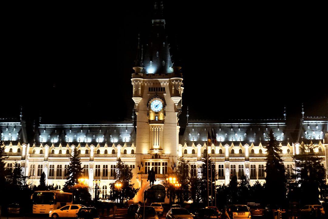 orasul iasi, palatul culturii noaptea