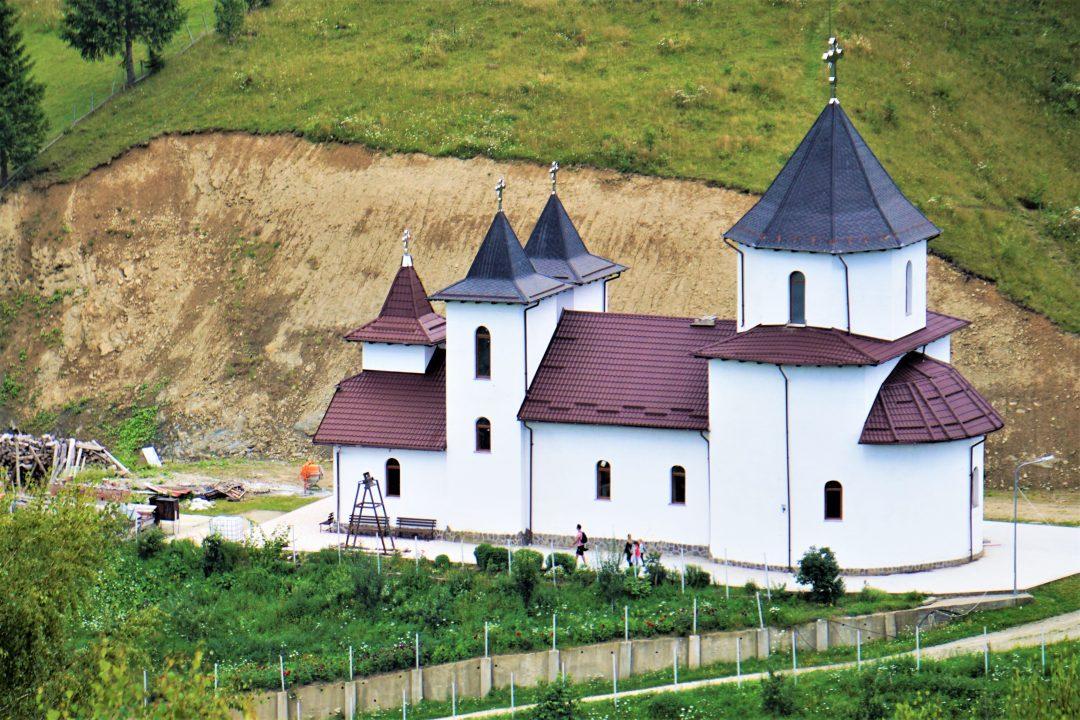 manastire alba in magura
