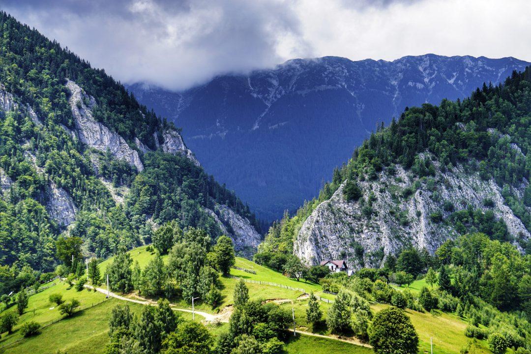satul magura-priveliste piatra craiului