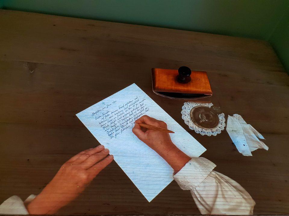 scris-holograma