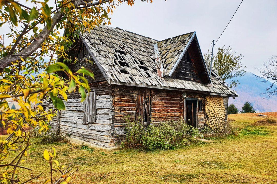 casa veche din lemn
