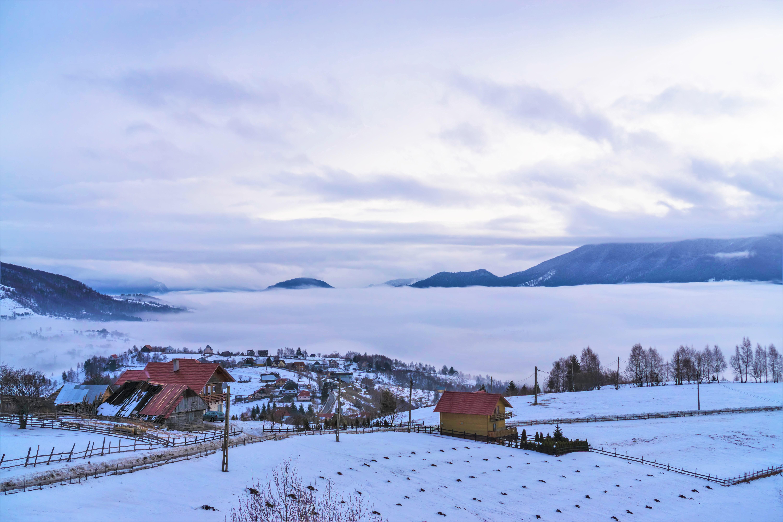 sat-de-munte-iarna